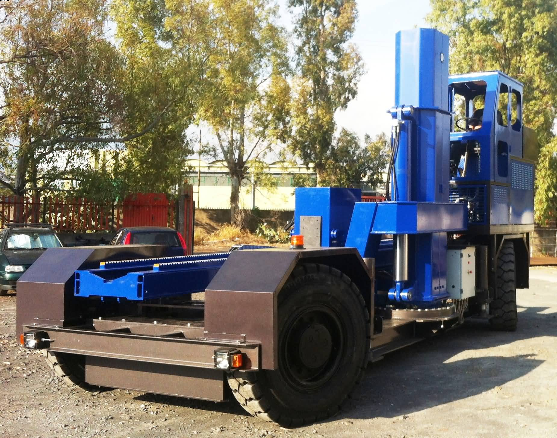 self propelled heavy type bundle extractor